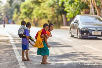 enfant-porte-portant-thailande