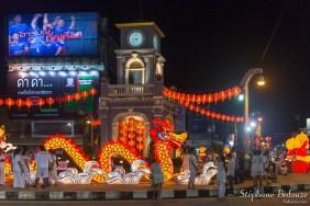 phuket-town-horloge-nuit-dragon
