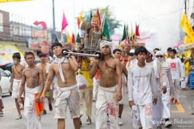 porteurs-palanquin-phuket-festival