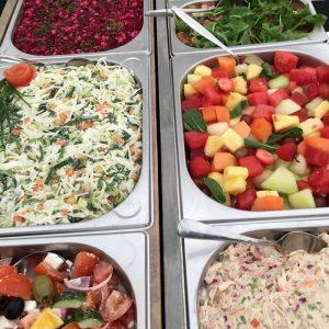 saladebar bij barbecue
