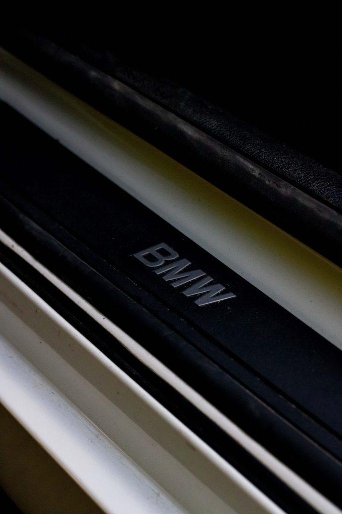 BMW Z4 28i seuil de porte