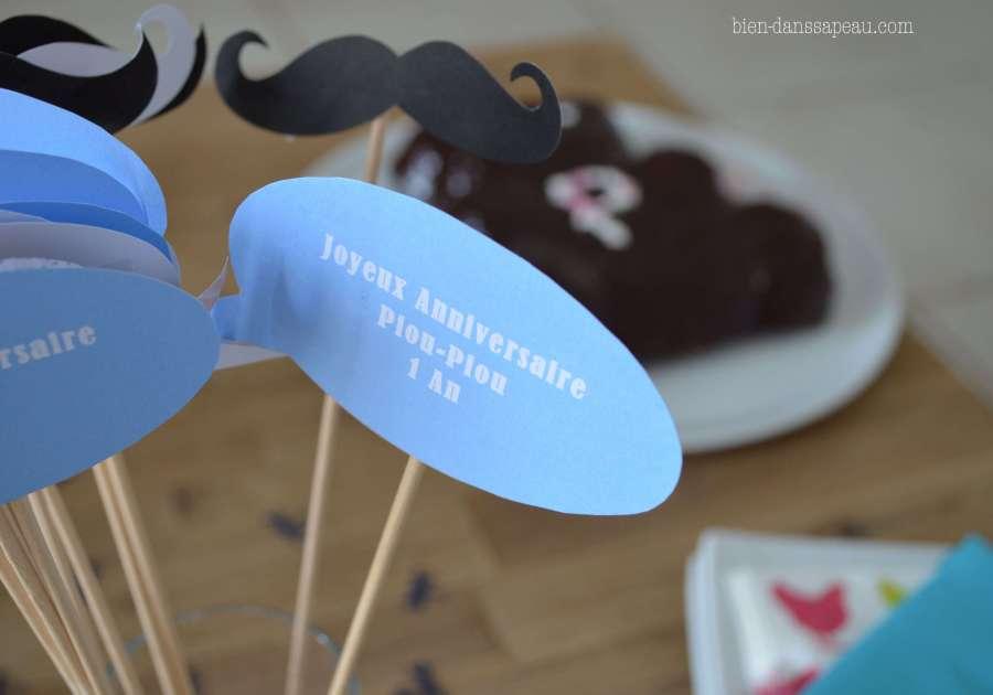 goûter-anniversaire-bébé-1-an-préparation-moustaches-confettis-11