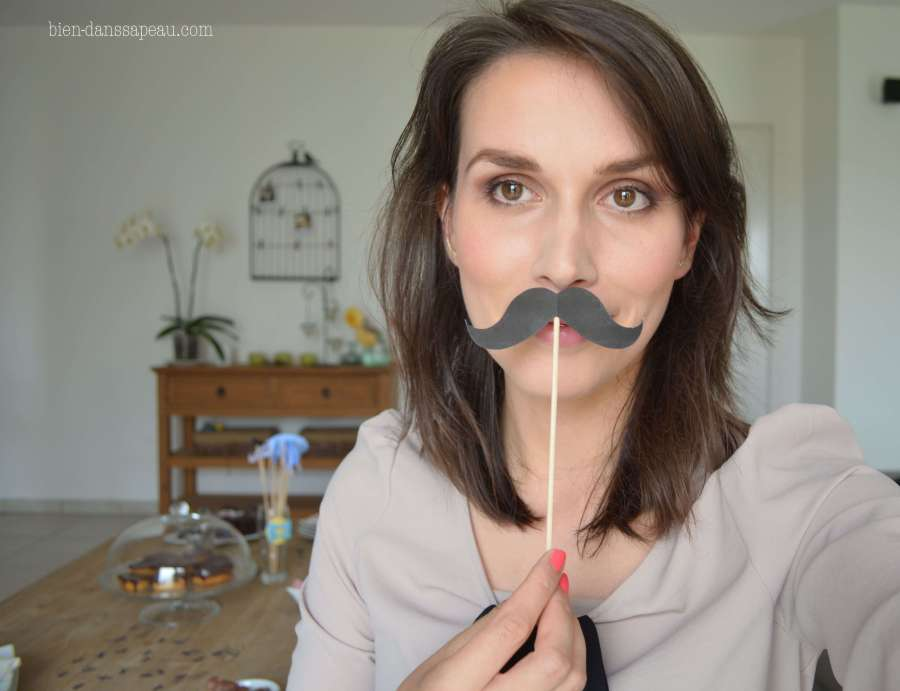 goûter-anniversaire-bébé-1-an-préparation-moustaches-confettis-13