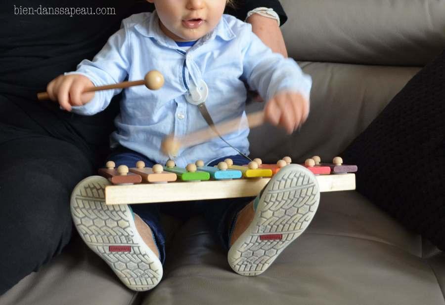goûter-anniversaire-bébé-1-an-préparation-moustaches-confettis-22