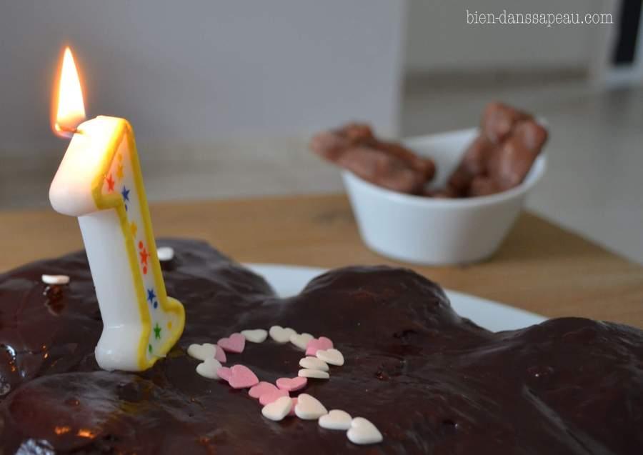 goûter-anniversaire-bébé-1-an-préparation-moustaches-confettis-23