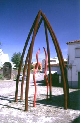 Isabel e Rodrigo Cabral 1999 CATEDRAL Ferro, cimento revestido a azulejos, 6 tubos arqueados com 5mt de altura, tintas e revestimento para impedir que o fero enferruje 300 x 600 cm