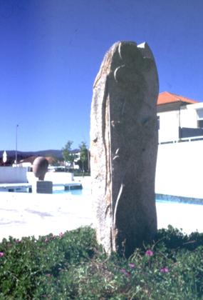 Rui Anahory 1996 OBJECTO CERVEIRA II Escultura em Granito 220 x 50 x 60 cm