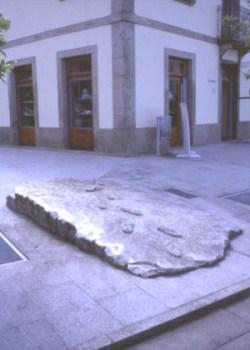 Xurxo Oro Claro 1996 S/ TÍTULO Escultura em Granito 450 x 170 x 70 cm