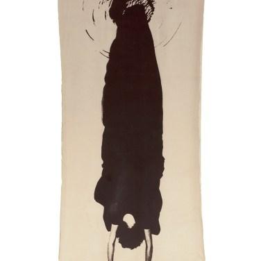 Helena Almeida (PT) Saída negra, 1982 Fotografia sobre tecido 297 x 125 cm Prémio Fotografia Câmara Municipal de Vila Nova de Cerveira na IV Bienal Internacional de Arte de Cerveira, realizada de 4 de Agosto a 2 de setembro de 1984.