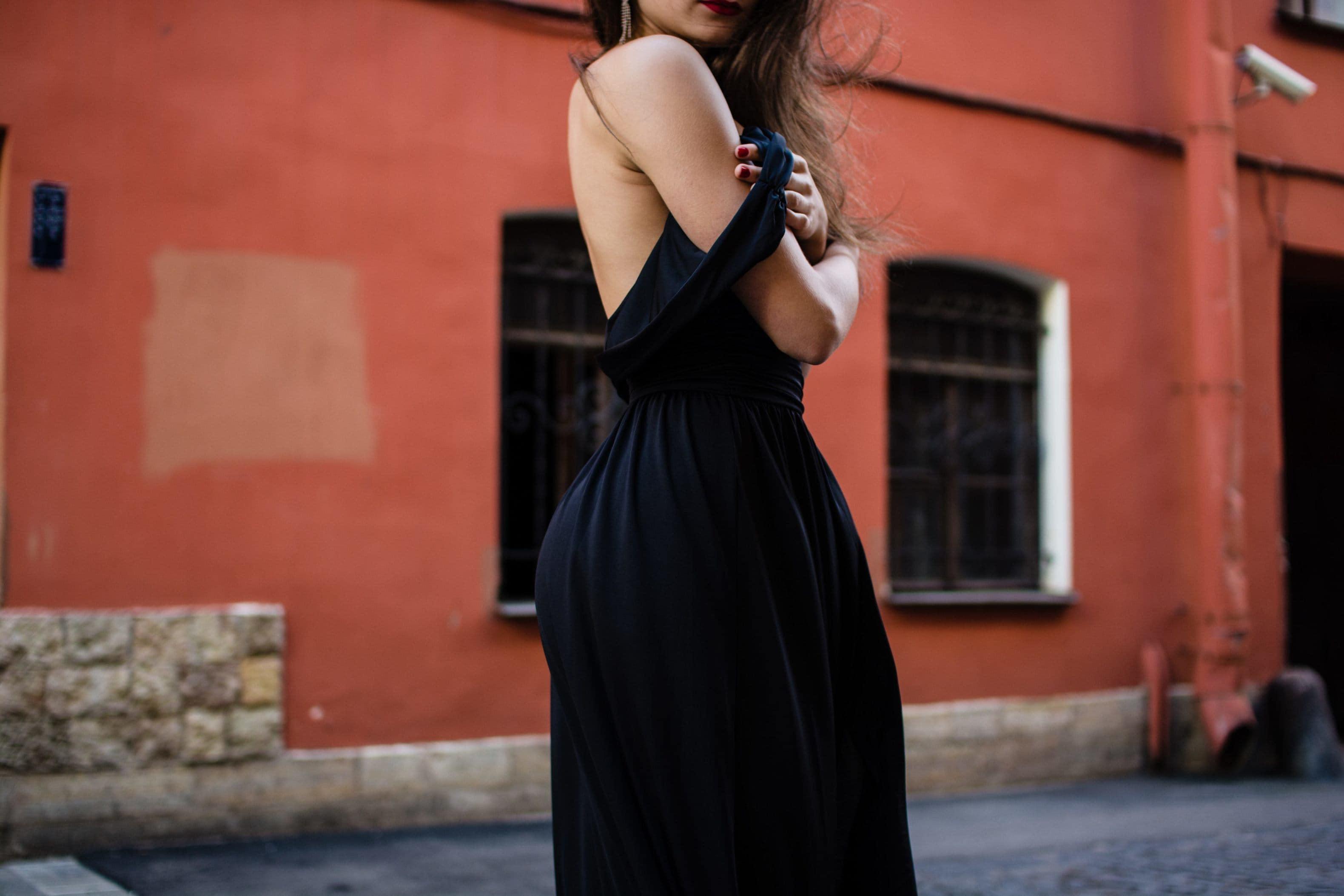 4c4bd4402b9 Quelles chaussures porter avec une robe noire ?