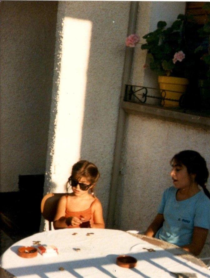 A mí jugar a cartas en verano es una cosa que me encantaba...