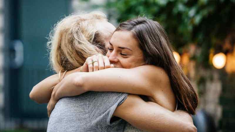 Abrazar no es suficiente.