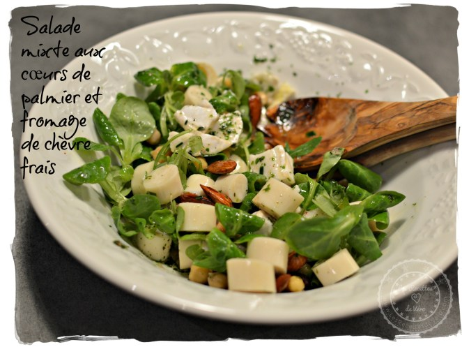 Salade mixte aux cœurs de palmier et fromage de chèvre frais