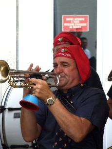 Dixieland StreetBand met JPS in volleovergave