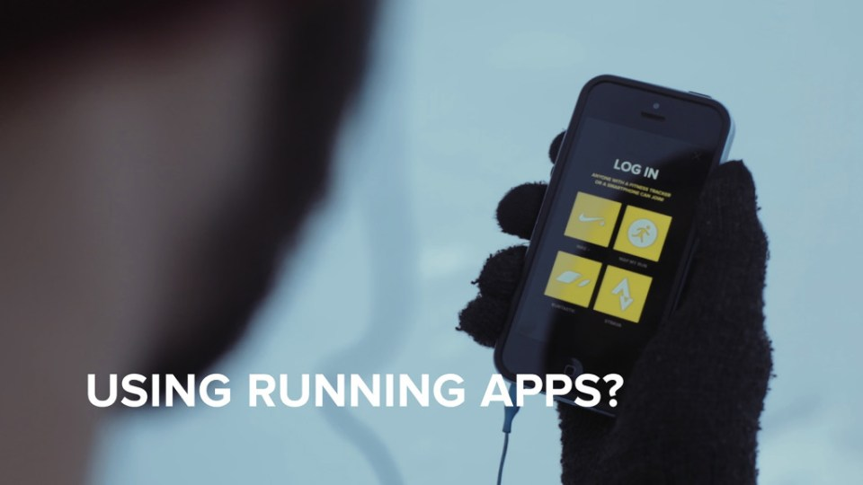 using running apps? og nærbilde av en som holder en mobil