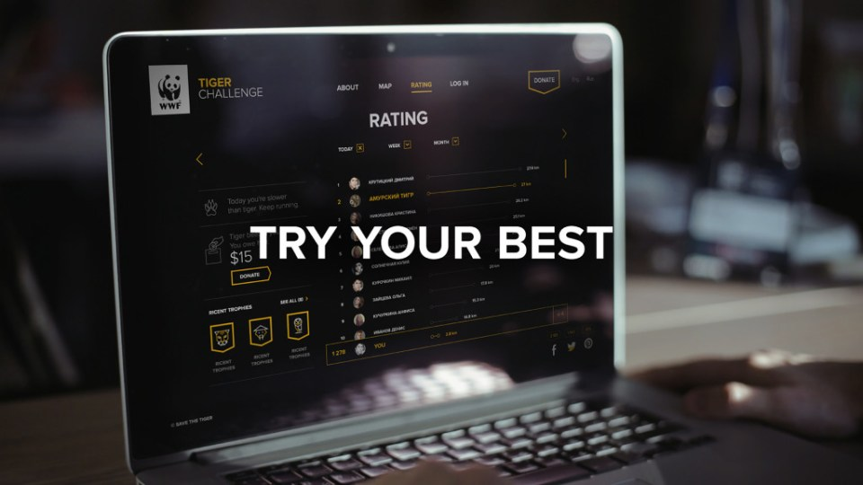 try you best og en laptop i bakgrunnen