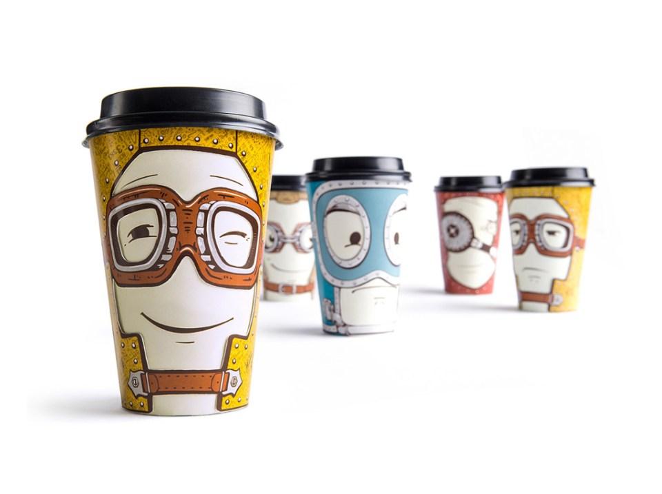 fem kaffekopper med ansikter