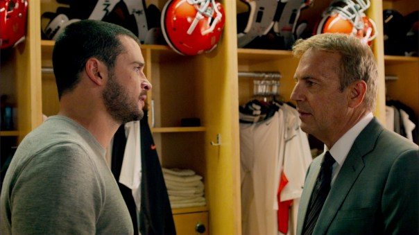 Kevin-Costner-and-Tom-Welling-in-Draft-Day