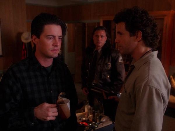 Twin-Peaks-Season-2-Episode-14-12-8090