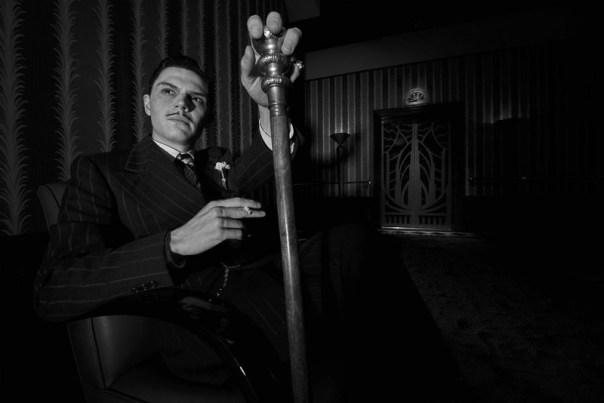 American-Horror-Story-Hotel-Evan-Peters-Mr-March-800x534