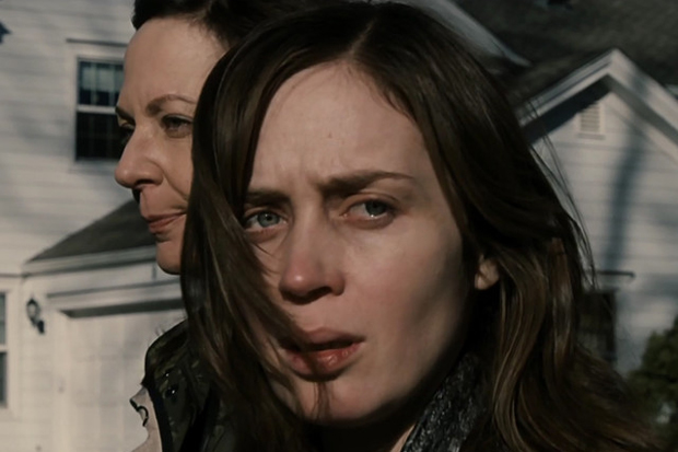 emily-blunt-the-girl-on-the-train