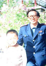 盧玉平生前與兒子在一起的幸福時光