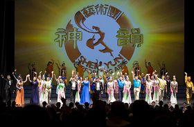 神韻二零一二年最後一場演出在美國新澤西州立大劇院(State