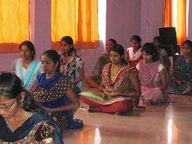 '納拉辛哈﹒雷迪工程學院的學生在學煉法輪功'