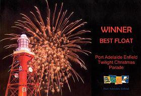 '圖1:連續三年的聖誕節遊行,阿德雷德港市政廳頒獎給法輪功學員。'