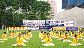 新加坡法輪功學員在芳林公園集會,抗議中共迫害