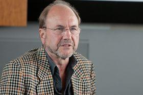來自瑞士的施瓦茨表示,西方製藥公司捲入了活摘器官罪行。