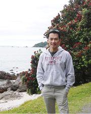 學業、事業、愛情都得意的年輕董事長莊嘉元於三十歲出頭開始修煉法輪功。