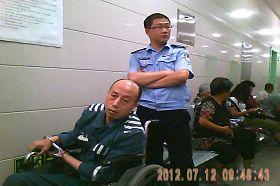 林澤華在醫院看病照片