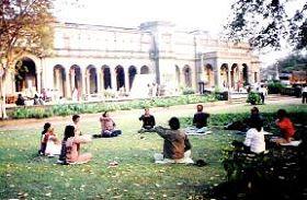 圖二:《新印度新聞》:印度浦那(Pune)的法輪功煉功點
