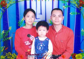 吳四偉冤獄刑滿回家與妻子、女兒所照