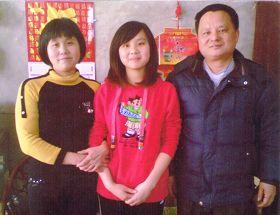 鄭漳州、肖阿英夫婦及女兒