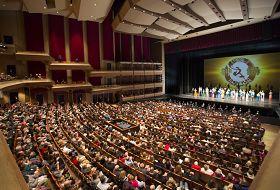 一月十一日晚,美國神韻紐約藝術團在中央廣場劇場的演出爆滿