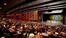 二零一三年一月十七日至二十日,美國神韻紐約藝術團在索尼藝術表演中心的五場演出,場場爆滿。