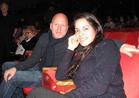 '澳大利亞籍的好萊塢著名導演約翰•希爾科特(John Hillcoat)和友人觀賞了二十七日神韻藝術團在洛杉磯的最後一場演出,讚演出「絕對美麗」。'