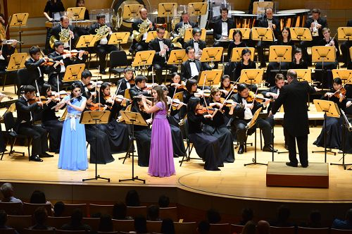 神韻交響樂團在橙縣藝術中心音樂廳的首場演出現場