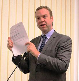 紐省綠黨議員帕克先生在發言中