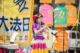 紐約曼哈頓富利廣場表演葫蘆絲獨奏