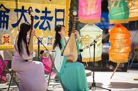 紐約曼哈頓富利廣場表演琵琶二重奏