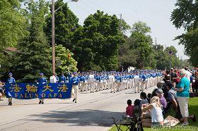 多倫多天國樂團參加伯靈頓(Burlington)音樂節遊行中。