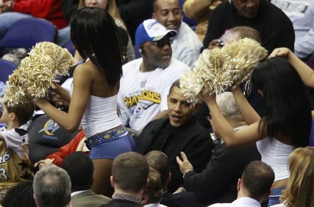 Obamaatbasketballgamewitbootyinface