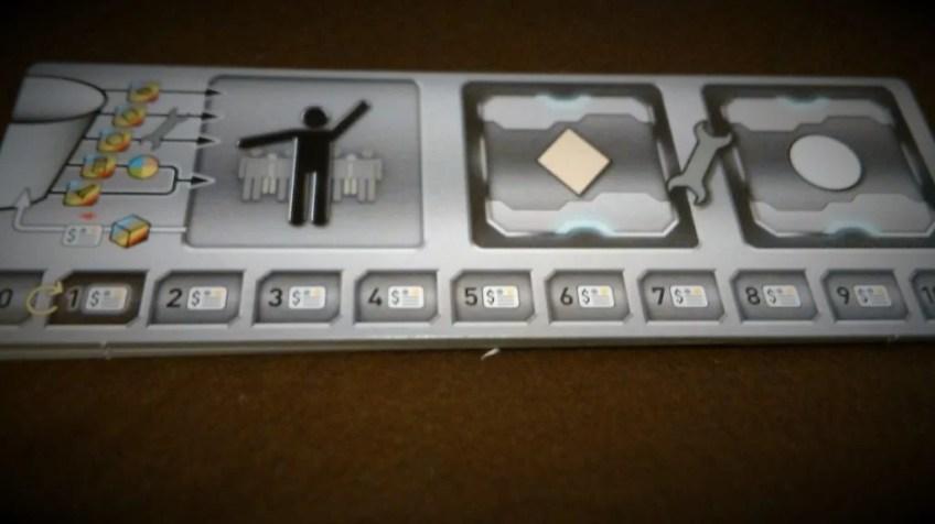 Pole gracza na którym dysponuje się kośćmi, oznacza poziomy kredytu oraz gromadzi kafelki planet po akcji eksploracji.