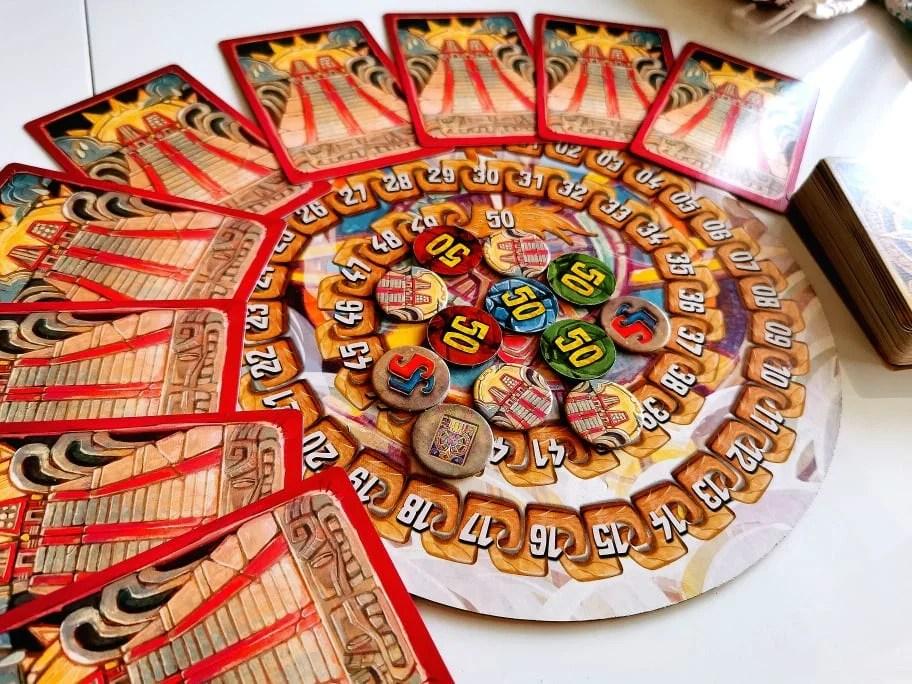 Elementy kartonowe i karty z gry Coatl