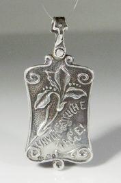 Medallón Art Nouveau de plata 900, guarda tres fotografías, Austria principios 1900