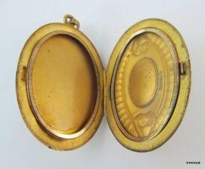 Medallón Art Nouveau enchapado en oro y amatista, fabricado por Carter, Qvarnstrom & Remington of Attleboro, Estados Unidos 1910 .