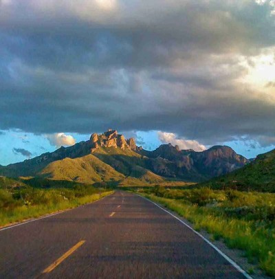 road going into the chisos mountains
